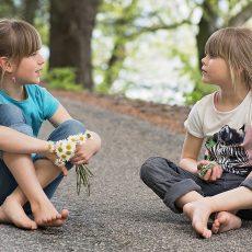L'autisme n'est pas qu'un défi social et communicationnel