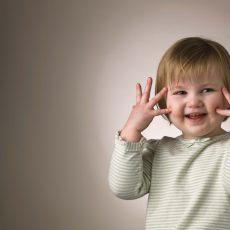 Les mouvements stéréotypés et répétitifs des autistes: ces petits gestes à respecte